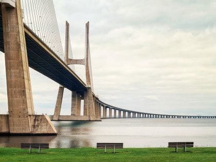 The Vasco da Gama Bridge, Lisbon (1998) – Longest Bridge in the World (08/10)