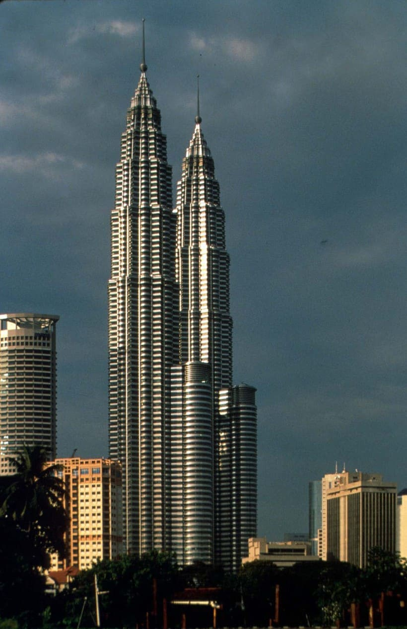 6rd tallest building in the world