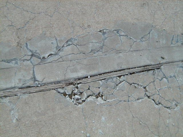 Durablity Cracking in Concrete Slab