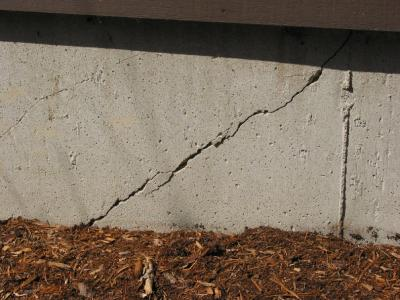 Diagonal Crack at the corner of a strip footing