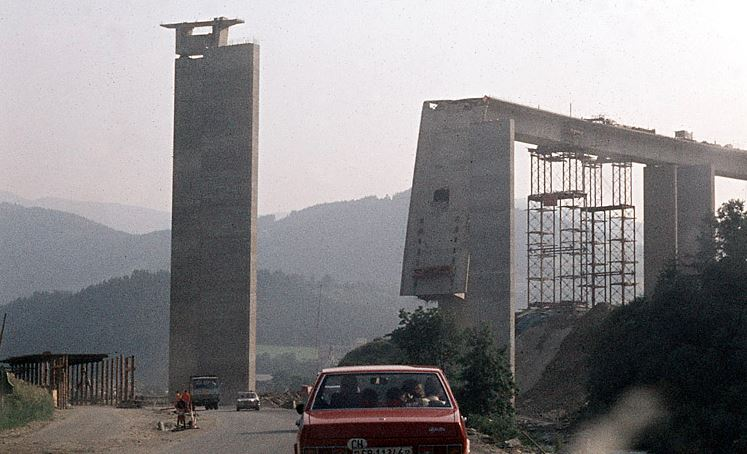 Failure of bridges constructed by incremental launching