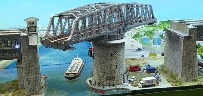 Swing bridge resting on the circular pivotal pier