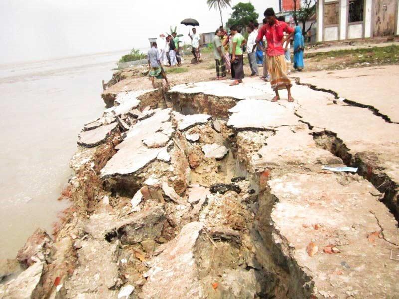 The Padma river bank erosion at Mawa point in Munshiganj, Bangladesh ( September, 2020)